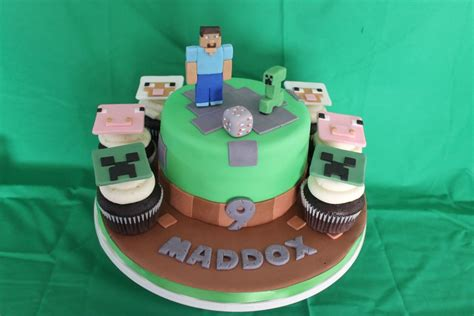 Minecraft Cake + Cupcakes - CakeCentral